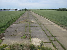 220px-Kimbolton_taxiway_2011